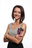 Makeupkonstnär med borstar i hand Fotografering för Bildbyråer