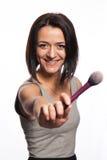 Makeupkonstnär med borstar i hand Royaltyfri Bild
