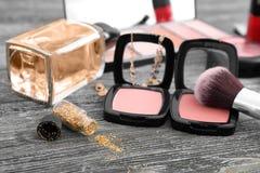 Makeupobjekt på tabellen fotografering för bildbyråer