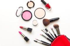 Makeupskönhetsmedel bearbetar bakgrund, och skönhetskönhetsmedel, produkter och ansikts- skönhetsmedel förpackar läppstift, ögons Arkivbild