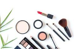 Makeupskönhetsmedel bearbetar bakgrund, och skönhetskönhetsmedel, produkter och ansikts- skönhetsmedel förpackar läppstift, ögons royaltyfri bild