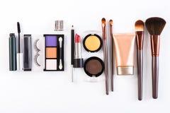 Makeupskönhetsmedelhjälpmedel och väsentlighet, lägenhet lägger på vit bakgrund Royaltyfri Foto
