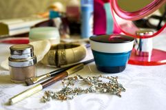 makeuptabellkvinna Arkivfoton