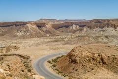 Makhtesh Ramon, droga w pustynia negew, Izrael Obraz Stock