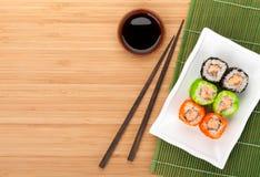 Maki colorido del sushi con tobiko Fotografía de archivo