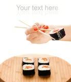 Maki dei sushi della holding della mano Fotografie Stock Libere da Diritti