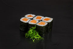 Maki di color salmone dei sushi Immagine Stock