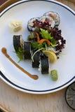 Maki et salade photos stock