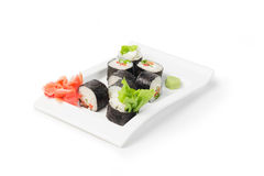 Maki giapponese dei sushi su bianco immagine stock libera da diritti