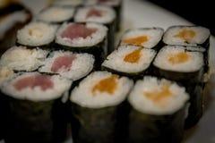 Maki misto e sushi al ristorante giapponese Immagini Stock Libere da Diritti