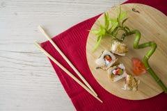 Maki mit Aal auf Platte Lizenzfreies Stockfoto