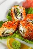 Maki Sushi - Aal und Tobiko Rolle Stockfoto