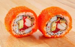 Maki Sushi Roll med räka och avokadot Royaltyfri Fotografi