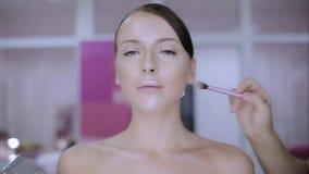 Makijażu artysta robi makijaż modzie zbiory wideo