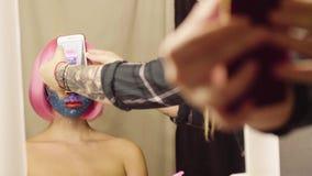 Makijażu artysta strzela twarz model zdjęcie wideo