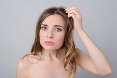 Makijażu brak witamin kopalin fryzury szybki brudny pojęcie zdjęcie royalty free