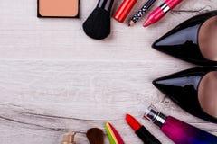Makijażu zestaw blisko czarnego obuwia Obrazy Stock