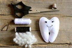 Free Making A Felt Tooth Fairy. Step. Tutorial. Stuffed Felt Tooth Fairy Toy, Scissors, Thread, Thimble, Needle, Filler On Vintage Wood Royalty Free Stock Photo - 90987625