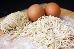 Making chinese noodle and egg Stock Photography