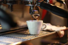 Making Espresso with Espresso Machine Royalty Free Stock Photos