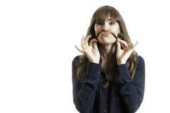 Making Fake Mustache modelo bastante femenino con el pelo largo Imágenes de archivo libres de regalías
