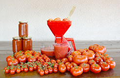 Making homemade tomato sauce Royalty Free Stock Photos