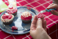 Making valentine cupcakes Stock Photography