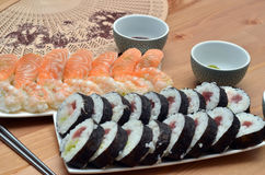 Makisushi en van nigirisushi het voedsel van Japan op het lijstdetail Royalty-vrije Stock Fotografie