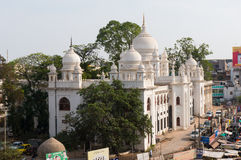 Makkah清真寺看法从charminar海得拉巴的 免版税库存图片