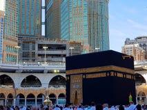 Makkah Arabia Saudyjska, Marzec, -, 2019: Muzułmańscy pielgrzymi przy Kaaba w Haram meczecie mekka, Arabia Saudyjska fotografia stock