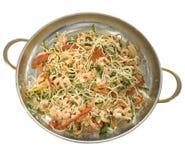 Makkaroni mit Gemüse und Garnelen Stockfoto
