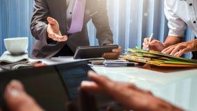 Maklera biznesowy agent nieruchomości pracuje mocno w biurze, cześć Fotografia Stock