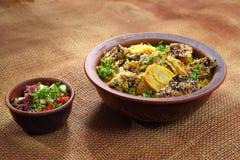 Maklyuba 传统中东盘烹调用香料 免版税库存照片