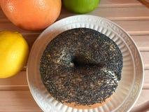 Makowego ziarna bagel z owoc Zdjęcie Stock