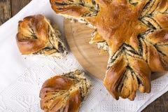 Makowego ziarna chleb w formie kwiatu fotografia royalty free