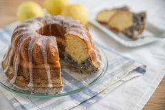 Makowego ziarna cytryny gąbki tort Zdjęcia Stock