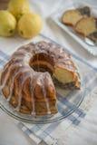 Makowego ziarna cytryny gąbki tort Fotografia Royalty Free