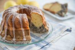 Makowego ziarna cytryny gąbki tort Fotografia Stock