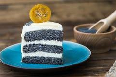 Makowego ziarna tort na talerzu Zdjęcia Stock