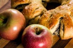 Makowy kulebiak z jabłkiem Fotografia Stock
