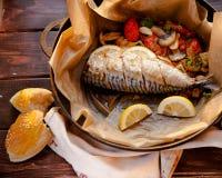 Makreel met groenten Stock Afbeelding