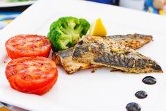 Makrela przepasuje & x28; fish& x29; na grillu Fotografia Royalty Free