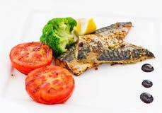 Makrela przepasuje & x28; fish& x29; na grillu Zdjęcie Royalty Free
