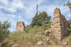 Makrigialos abandonó ruina de la casa Fotos de archivo