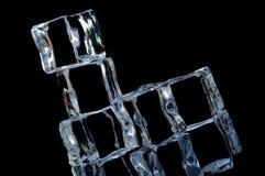 Makro 7 mit 5 Eiswürfeln Stockfotografie
