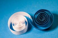 Makro abstrakt begrepp, bakgrundsbild av kulöra pappers- spiral Royaltyfria Foton