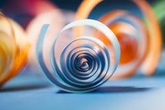 Makro abstrakt begrepp, bakgrundsbild av kulöra pappers- spiral Royaltyfria Bilder