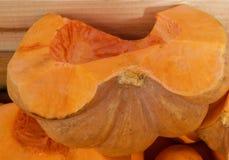 Makro av en öppen söt orange melon arkivbild