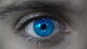 Makro blauer futuristischer HUD-Augenneonplan stockfotografie