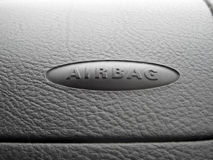 Makro eines Airbagzeichens auf einem Armaturenbrett Lizenzfreie Stockfotos
